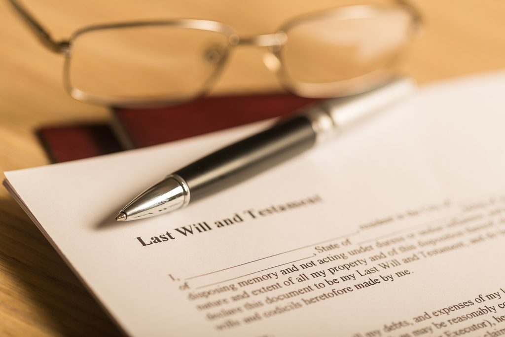 what does an estate law attorney do?